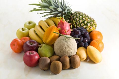 熟練のフルーツマイスターが、市場や生産農家を訪れ、その場で吟味し、厳選したフルーツのみを直接仕入れています。